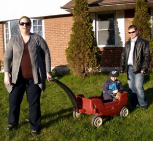 Chris Vale (R) his wife Keli Hines and son Austin, 4 at their home in Oshawa.  Tracy Hanes/For the Toronto Star